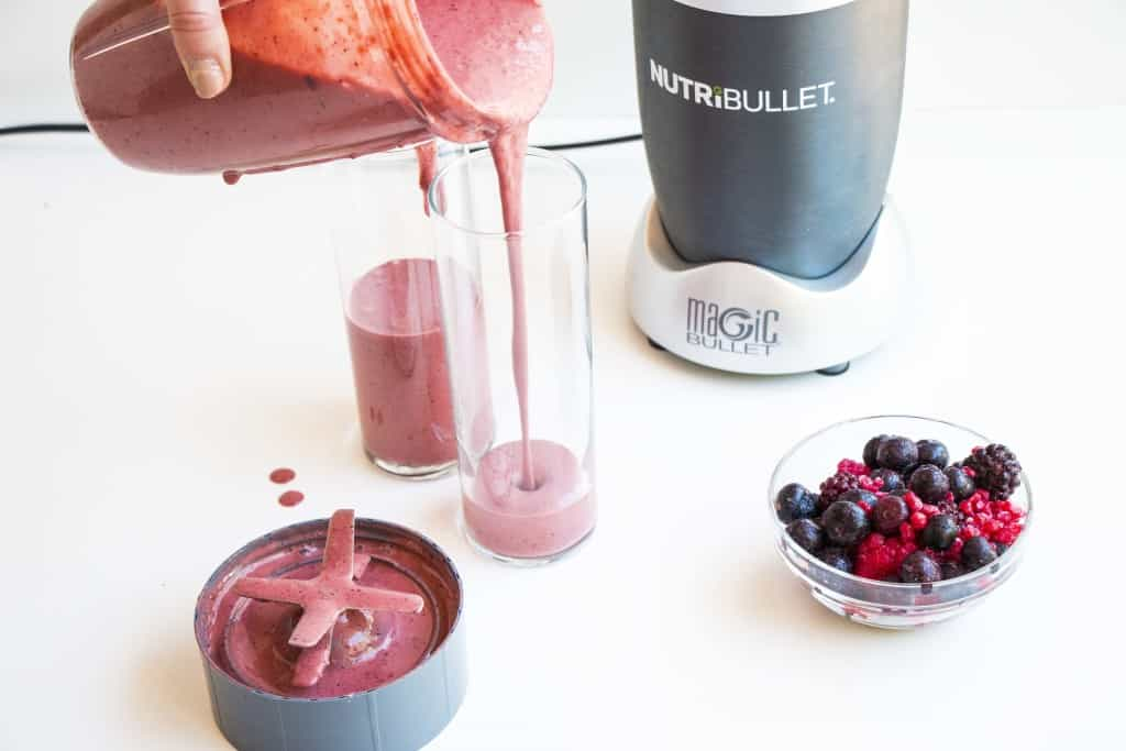 Berry Booster Smoothie - This berry booster smoothie is packed with vitamins and antioxidants and will give you an energy and mood boost for the whole day.