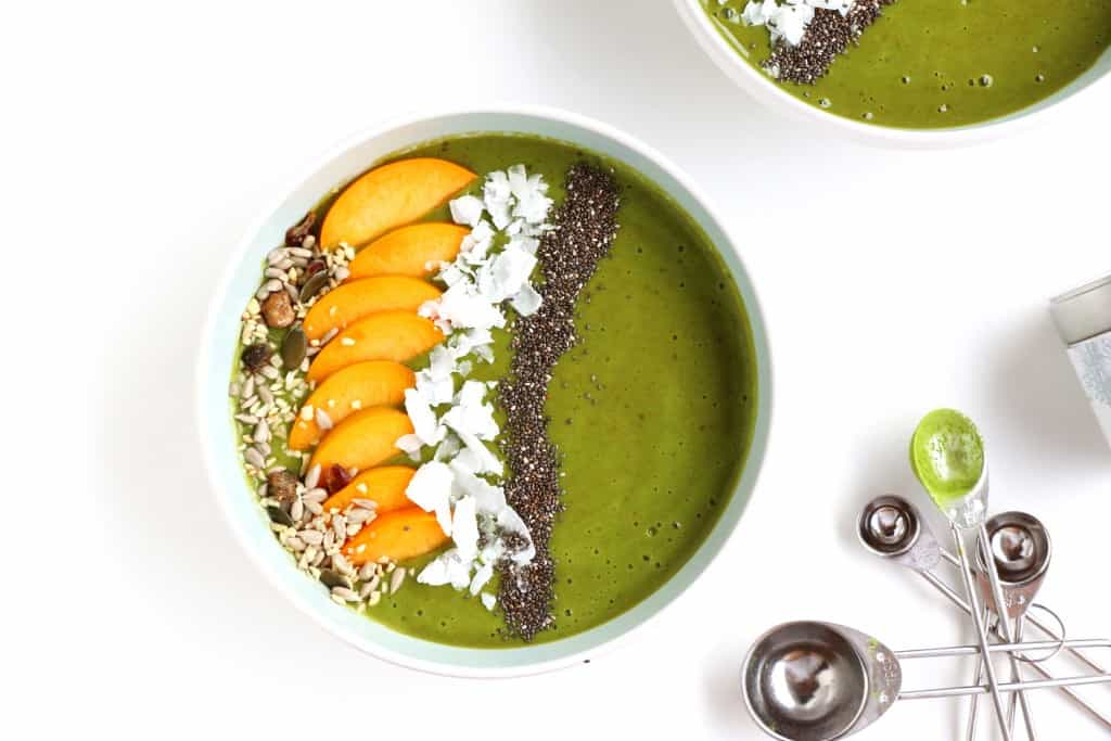 Matcha Peach Smoothie Bowl - The ultimate healthy breakfast or snack that looks beautiful, tastes delicious and is insanely easy to make. Packed with tons of antioxidants and nutrients.