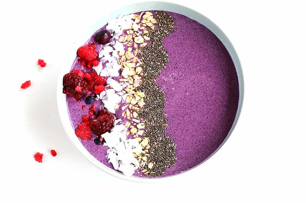 Coconut Berry Smoothie Bowl - A delicious healthy smoothie bowl packed with antioxidants and protein and so quick and easy to make. Vegan, gluten free and delicious.