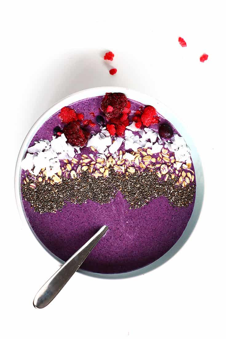 10 Mouthwatering Smoothie Bowls - 10 Easy smoothie bowl recipes that will have you drooling. Not only are they beautiful and delicious but also packed with healthy ingredients.