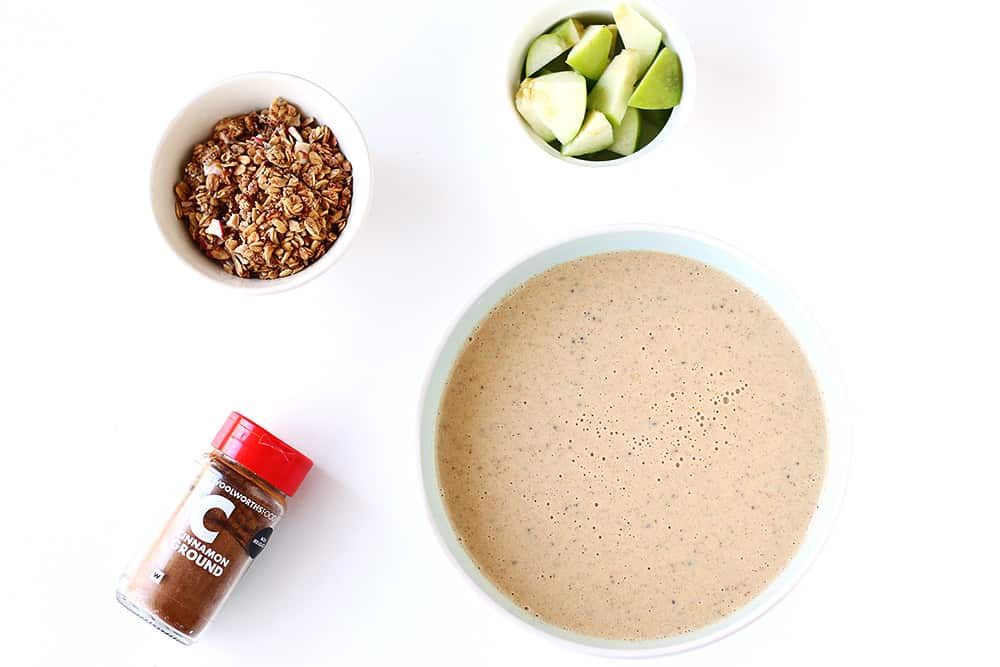Easy Apple Pie Smoothie Bowl with granola, green apples and cinnamon. Vegan and gluten-free