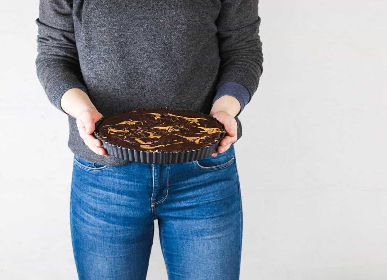 This Vegan Peanut Butter Chocolate Tart is the ultimate no-bake decadence. No one will even know it's vegan! Made with oreos, peanut butter and a little coconut oil and cream!