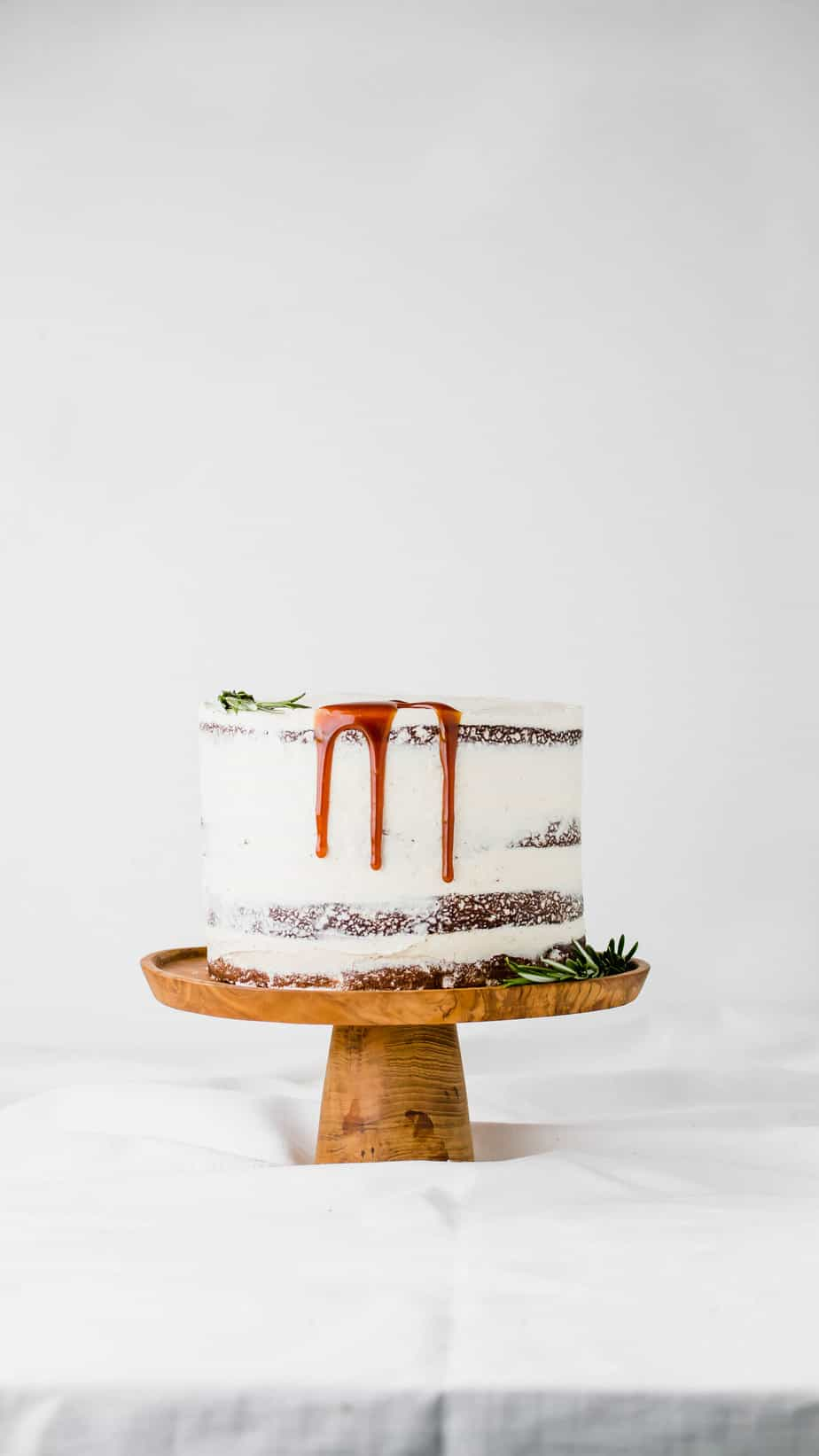 This Layered Gingerbread Cake with Salted Caramel Sauce is the ultimate festive season recipe, plus WIN a Classic Roasting Pan from Scanpan South Africa!